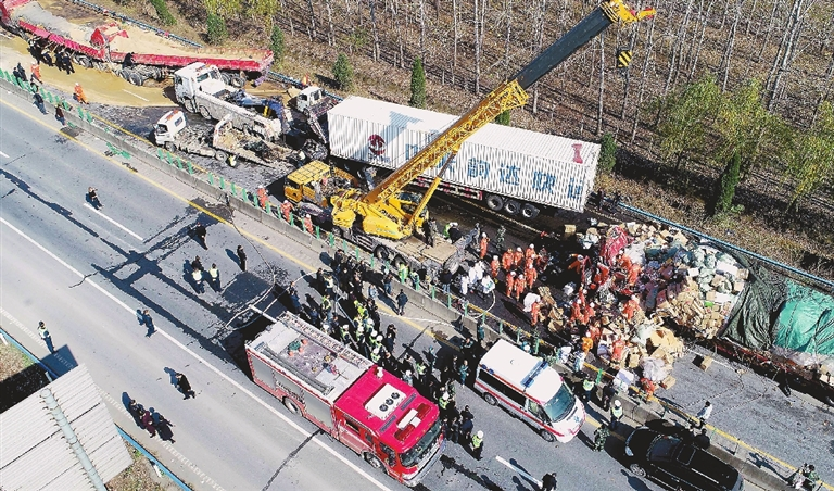 Article>28-TRUCK PILEUP KILLS 3 IN CENTRAL CHINA</Article>