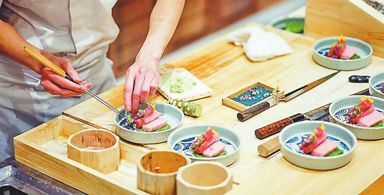 Article>New sushi restaurant opens</Article>